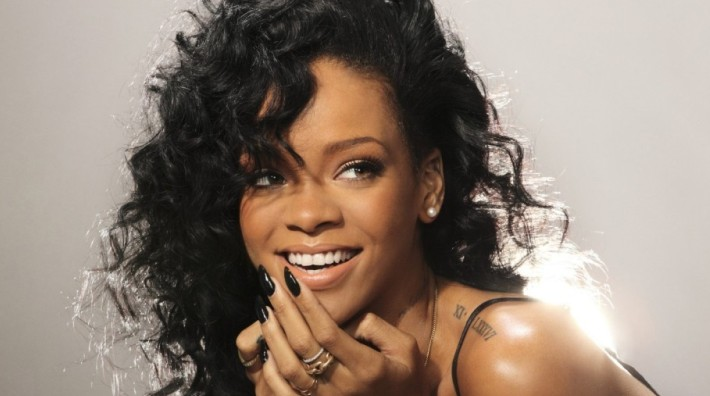 Rihanna confirma su ruptura con Chris Brown a través de Twitter
