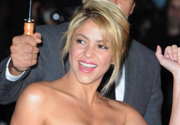 Aplazan audiencia contra Shakira por demanda de sus empleados