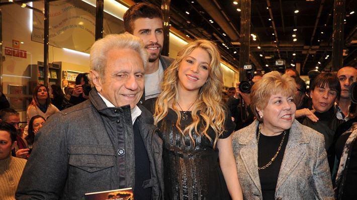 Shakira y Piqué asisten al lanzamiento del libro del papá de la cantante