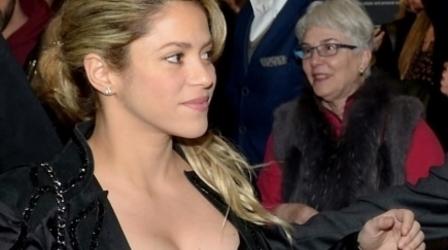 Shakira reaparece para asistir a exposición fotográfica