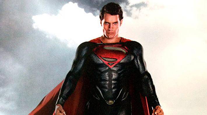 Revelan el traje completo de 'El Hombre de Acero' (Superman)