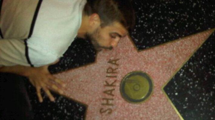 Foto: Gerard Piqué besa la estrella de Shakira en el Paseo de la Fama