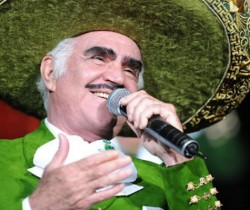 El cantante mexicano Vicente Fernández es hospitalizado
