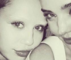 Miley Cyrus estrena nueva imagen en la que aparece sin cejas
