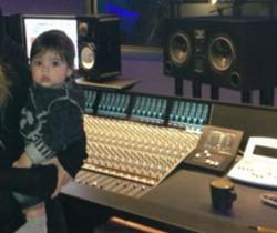 Shakira graba su nuevo disco en compañía de su hijo Milan