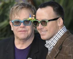 Elton John se casará en mayo con David Furnish tras 20 años de relación