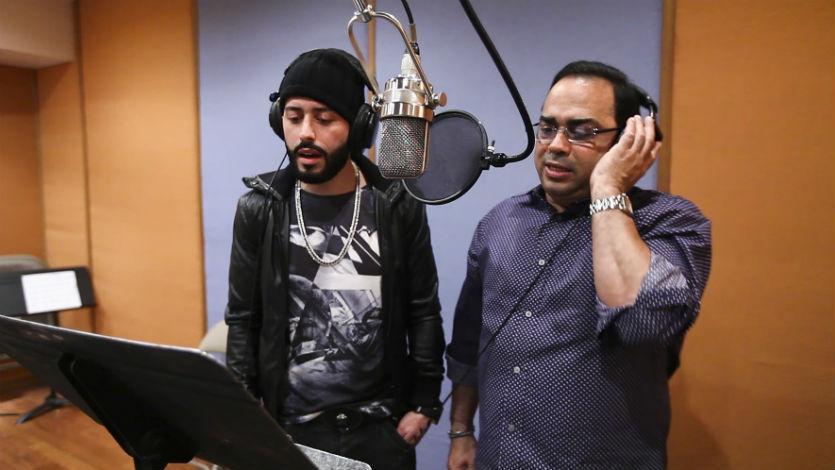 Yandel y Gilberto Santa Rosa graban versión salsa de 'En la oscuridad'