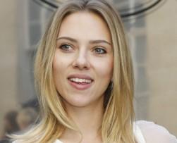 La actriz Scarlett Johansson está embarazada de su primer hijo