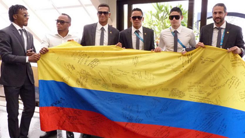 La Selección Colombia recibió bandera del Canal RCN