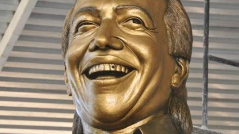 Conozca estatua del fallecido cantante Diomedes Díaz
