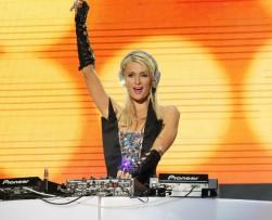 París Hilton cancela rueda de prensa en Colombia por disgusto con la W Radio