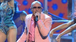 Pitbull y Carlos Santana actuarán juntos en la gala de los Grammy Latino