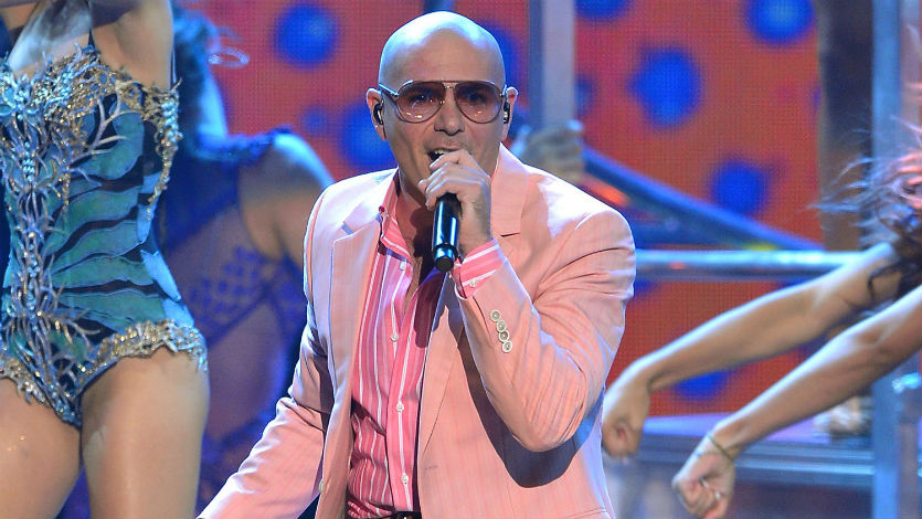 Pitbull y Santana actuarán juntos en Premios Grammy