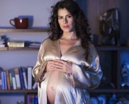 Zharick León muestra su embarazo en la Revista ALÓ