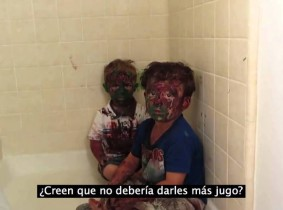 Video de padre regañando a niños pintados causa sensación