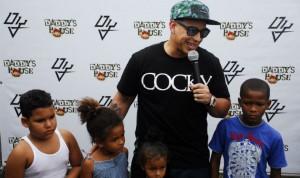 Daddy Yankee ofrece almuerzo a 200 niños pobres