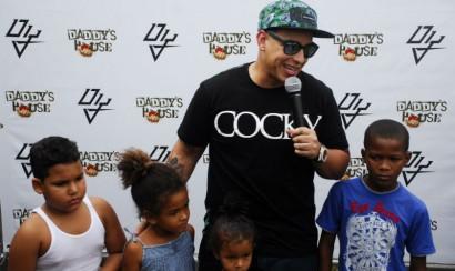 Daddy Yankee ofrece almuerzo a niños pobres de República Dominicana