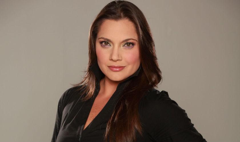 Jessica de la Peña, enviada de RCN para cubrir el Carnaval de Barranquilla