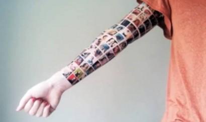 Video: Mujer se hace tatuaje con sus contactos de facebook