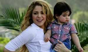 Shakira ingresa a una clínica de Barcelona para dar a luz