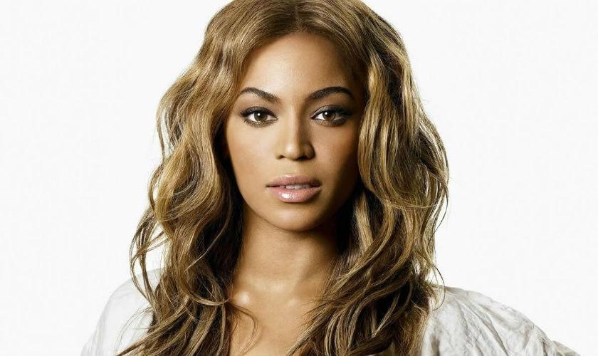 Se filtran fotos de la cantante Beyoncé sin retoques en Photoshop