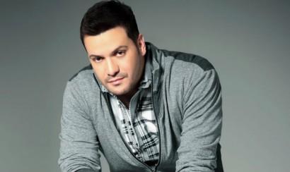 Victor Manuelle presenta su canción 'Algo Le Pasa a Mi Héroe'