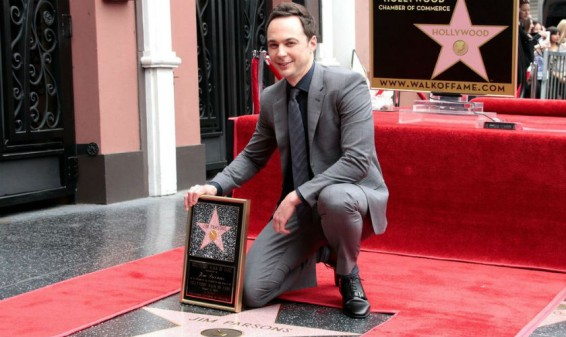 Jim Parsons de The Big Bang Theory recibe estrella en el Paseo de la Fama