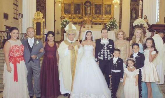 Se casó la cantante y actriz mexicana Anahí