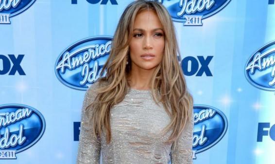 Jennifer López criticada en redes sociales por una foto sin Photoshop
