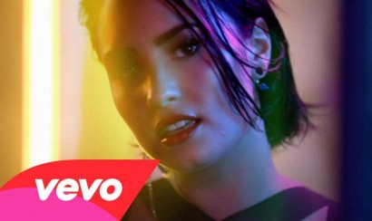 Video: Demi Lovato sexy en Cool for the summer