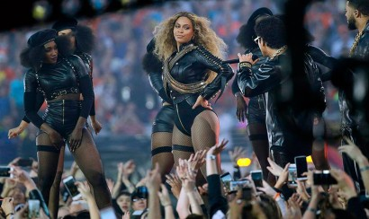 Video: Caída de Beyoncé en el Super Bowl