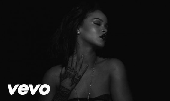 Rihanna presenta nuevo y provocador video de 'Kiss It Better'