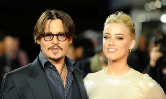 El actor Johnny Depp se divorcia de su esposa Amber Heard