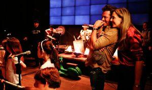 Carlos Vives inaugura escuela de música para niños