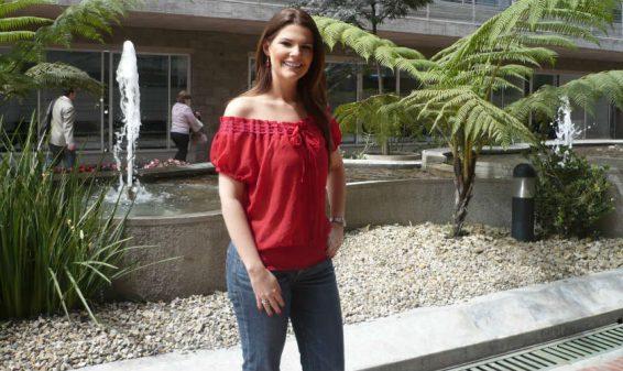 La presentadora Rochi Stevenson será mamá por tercera vez