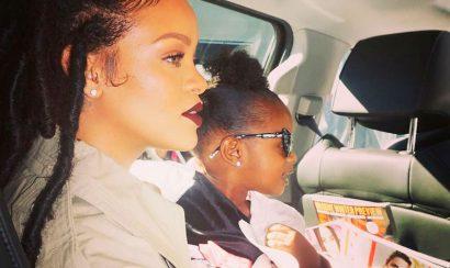 Foto: Rihanna desnuda besando a su sobrina - Entretengo