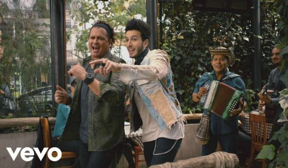 Carlos Vives y Sebastian Yatra presentan video de 'Robarte un beso'