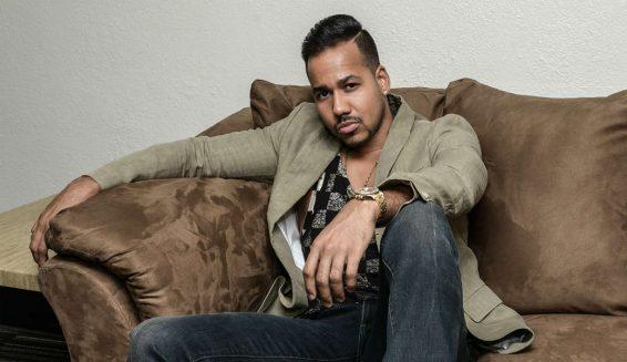 Modelo Argentina asegura que el cantante Romeo Santos es homosexual