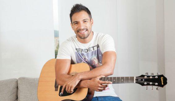 Pipe Calderón estrena video de su nueva canción 'Loco por ti'