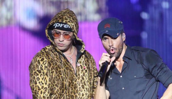 Enrique Iglesias estrena el video de 'El baño' junto a Bad Bunny
