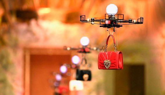 Las nuevas modelos de Dolce & Gabbana son ¡Drones!