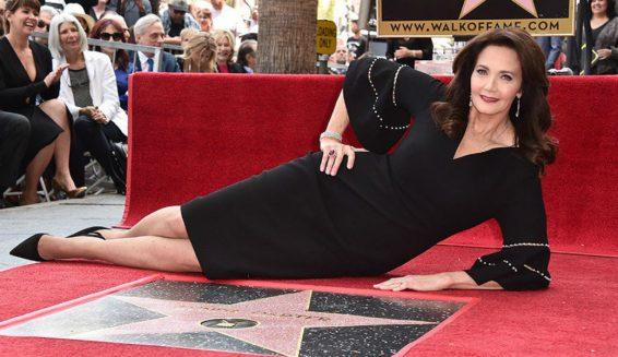 Lynda Carter recibe estrella en el 'Paseo de la fama'