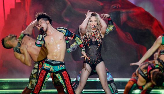 Britney Spears reaparece bailando salsa con 'Chantaje' de Shakira